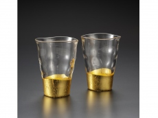 A pair of shot glasses - gold leaf glassware