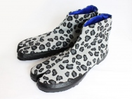 """Tabi"" Split-toe Footwear (Leopard Gray)"