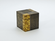 Sayanuri Gold-makie-lacquered Small Box