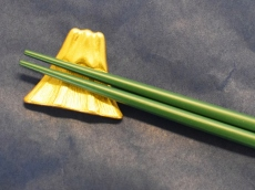 "Pure Gold Chopstick Rest Set of 2 ""Mount Fuji"" by BISHU"